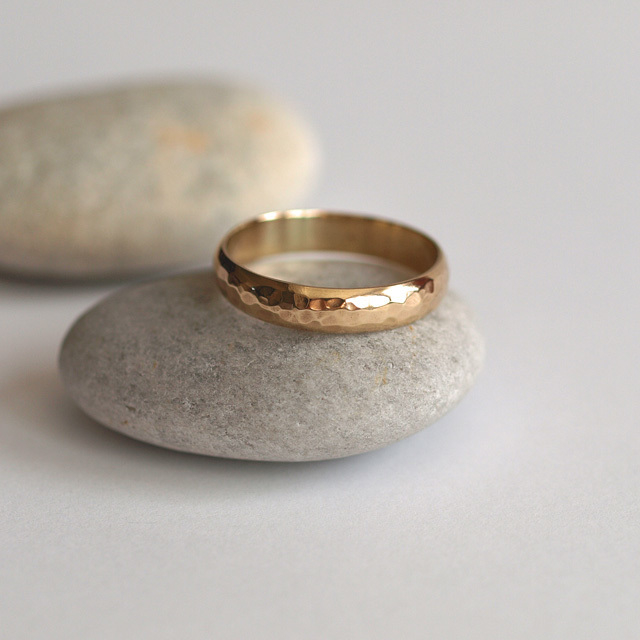 hammered yellow gold wedding ring, yellow gold wedding ring, handmade wedding ring, handmade wedding jewellery, helen burgess