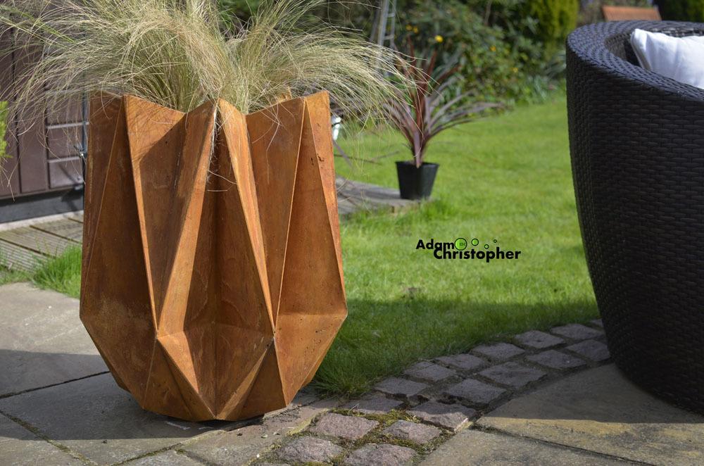kronen flower pot, concrete rust flower pot, lego,