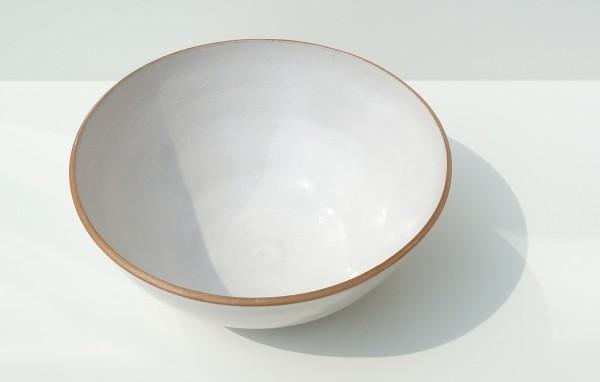 nicola rutt ceramics, interview, modernist ceramics, Hawkins\Brown, stoneware, British ceramics, Twentieth Century Society, Nicola Tassie, Nicola Tassie workshops, white stoneware bowl, contrast rim
