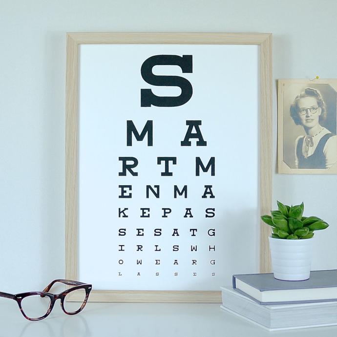 Smart men make passes at girls who wear glasses, Sianuska
