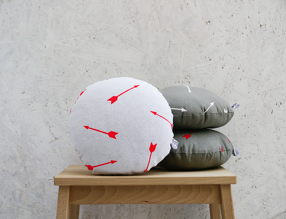 Arrow cushions, round cushions, screen-printed cushions