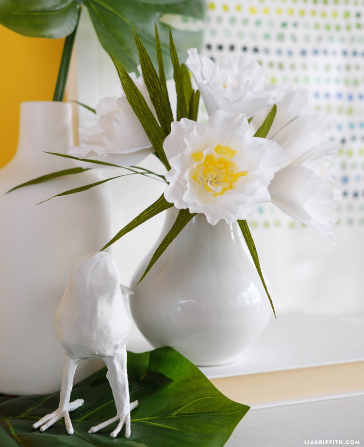 paper flower tutorial, paper flowers, DIY paper flowers, paper daffodils, paper narcissi, crepe paper flowers, lia griffith offer,
