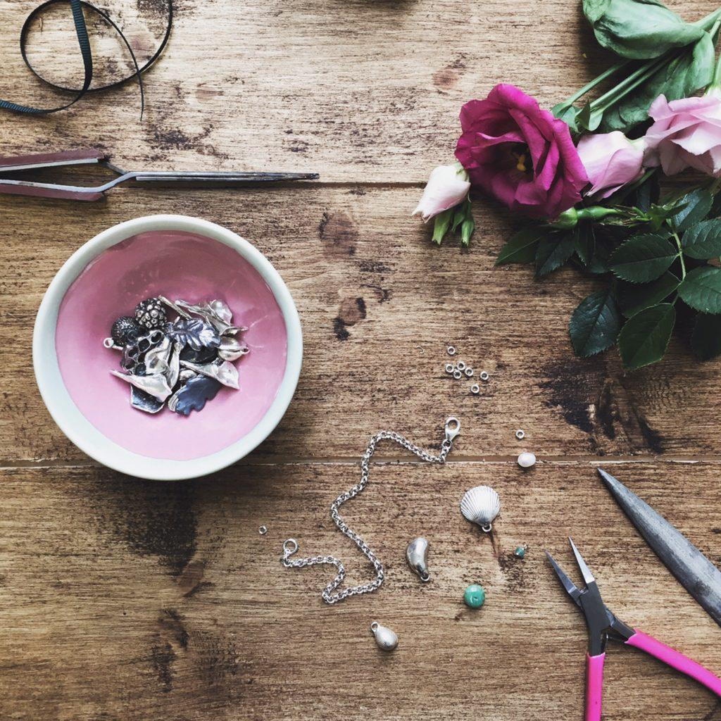 ceramic magpie, wipsandblooms, Instagram hashtags, Instagram hashtag tips, hashtags for makers, Katie Robbins, ceramicmagpie, Grace and Flora,