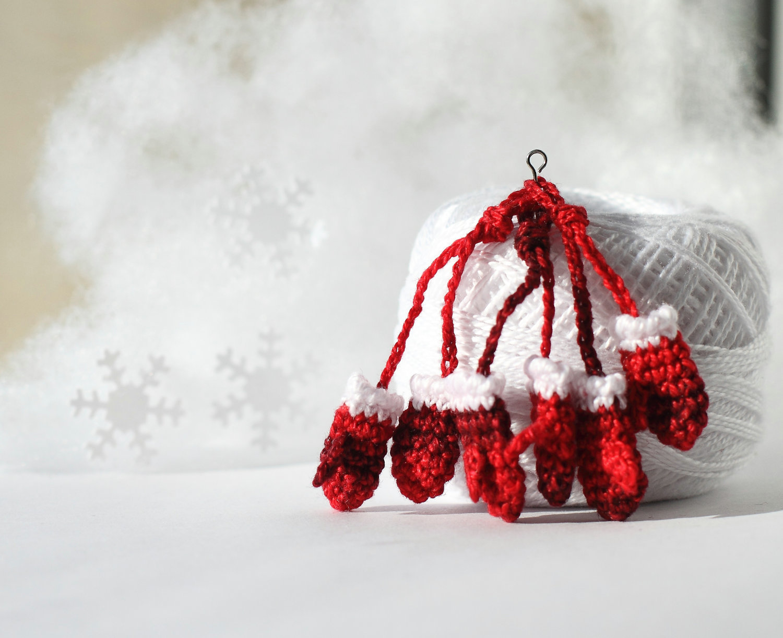 fancy knittles, fancyknittles, miniature crochet, tiny crochet, crochet, crochet mittens,