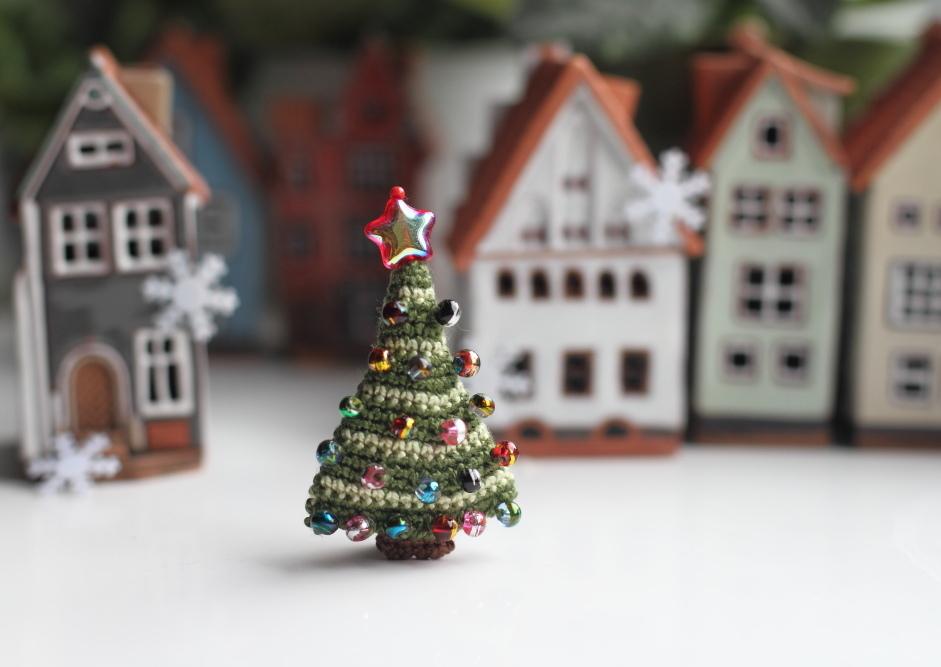 fancy knittles, fancyknittles, miniature crochet, tiny crochet, crochet, christmas trees, crochet christmas tree,