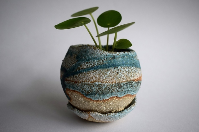 ceramic planter, gift ideas for gardeners, gifts for gardeners, gifts for gardener uk, unique gift ideas for gardeners, handmade gift ideas, shop small,