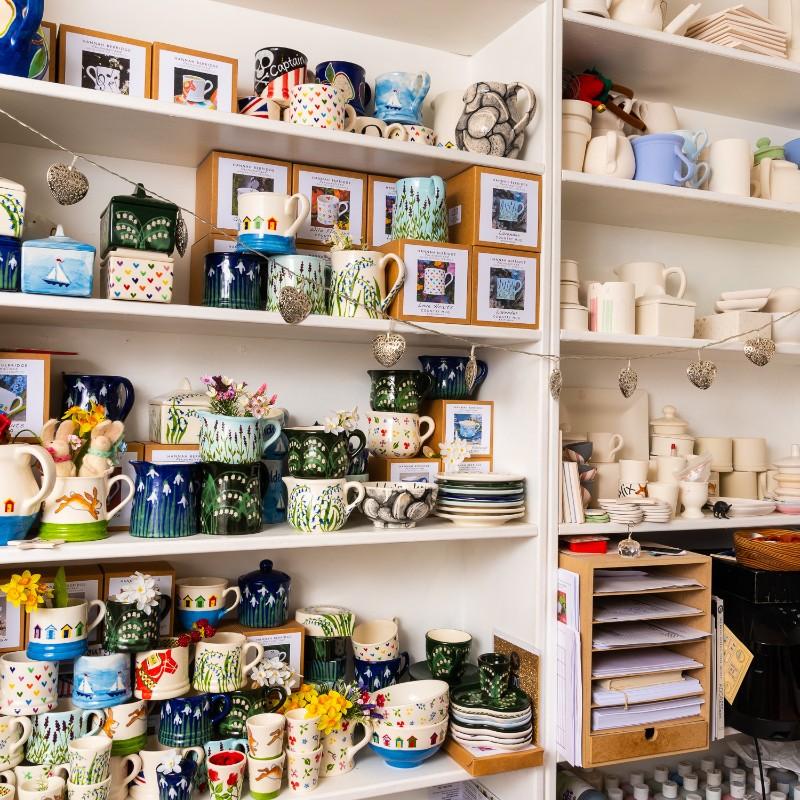 Hannah Berridge, hand-painted pottery, handmade pottery, ceramics,