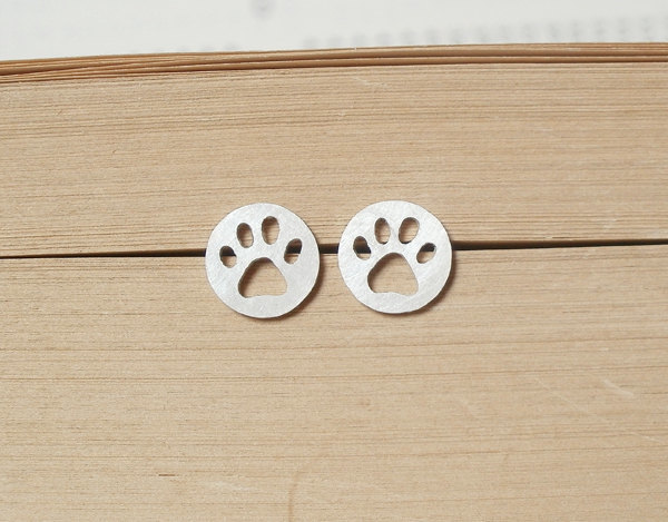 best gifts for dog lovers, gifts for dog lovers, dog gift ideas, paw print earrings, dog earrings