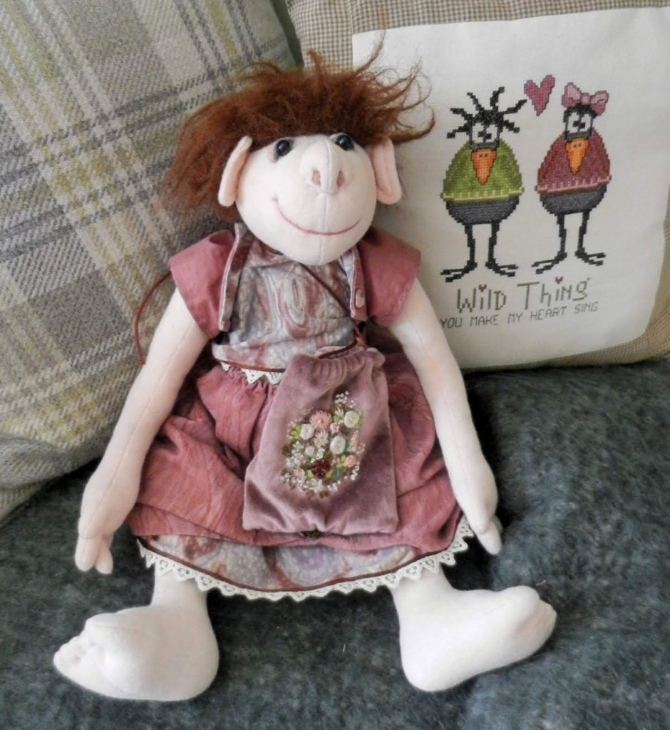 Bearlescent heirloom bears, dolls and embroidery